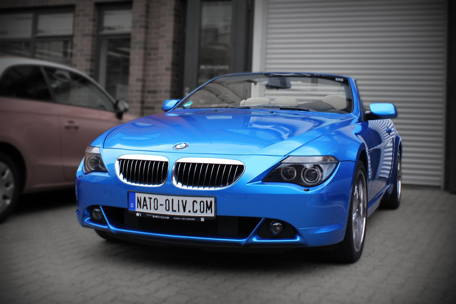 Das BMW 6er Cabrio wurde in einer hell blauen Metallic-Folie komplett beklebt.