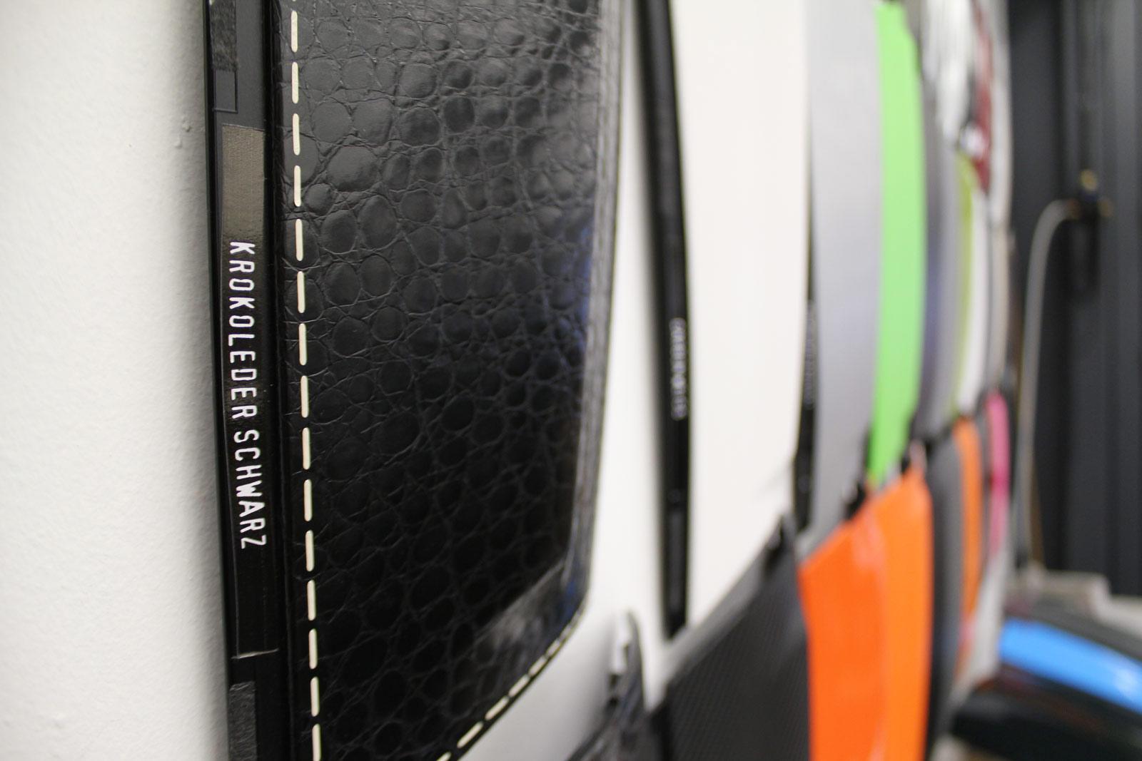Unsere Folienmuster-Wand zeigt die verklebten Foliensorten.