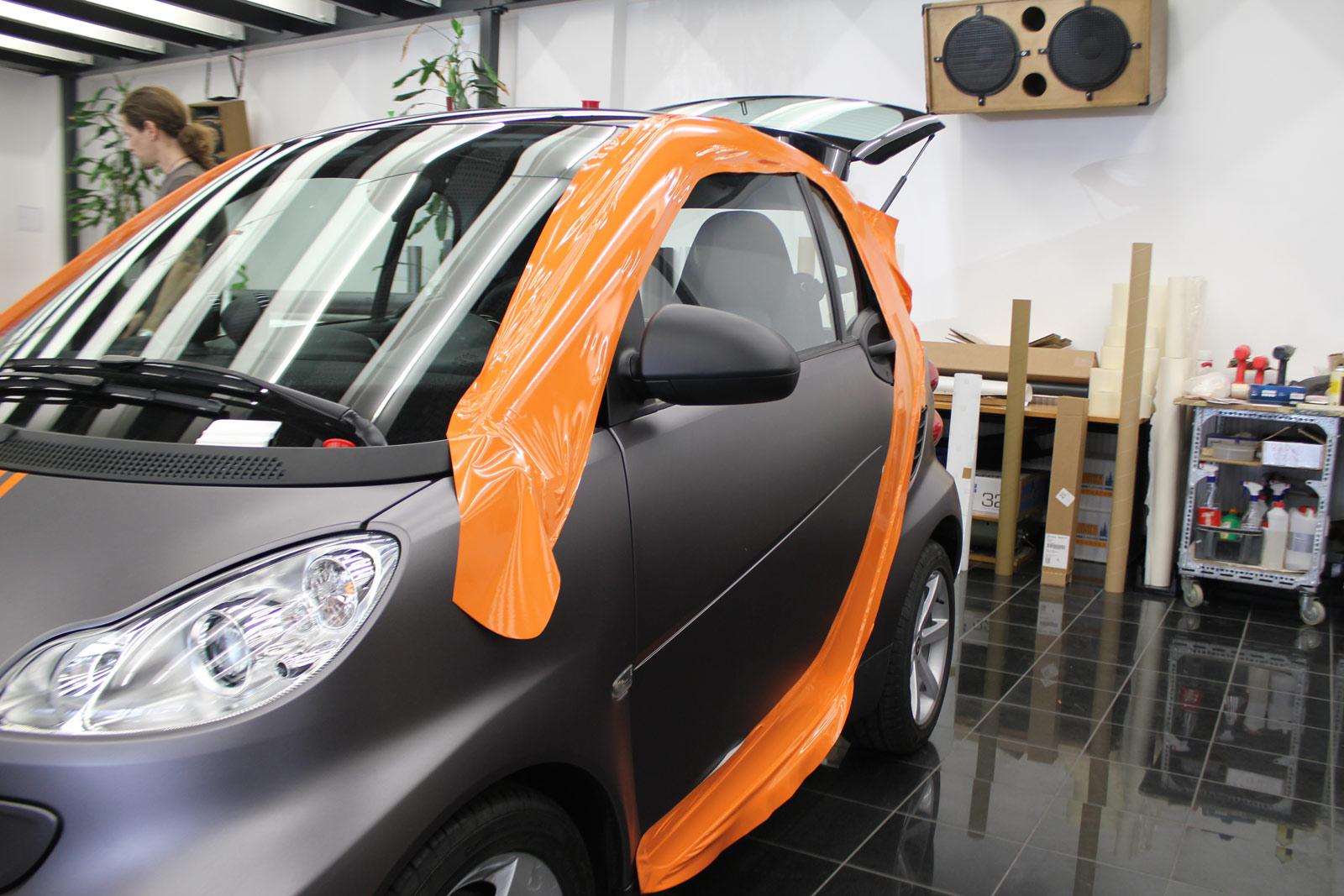 Smart Teilfolierung der Tridionzelle in orange glänzend.