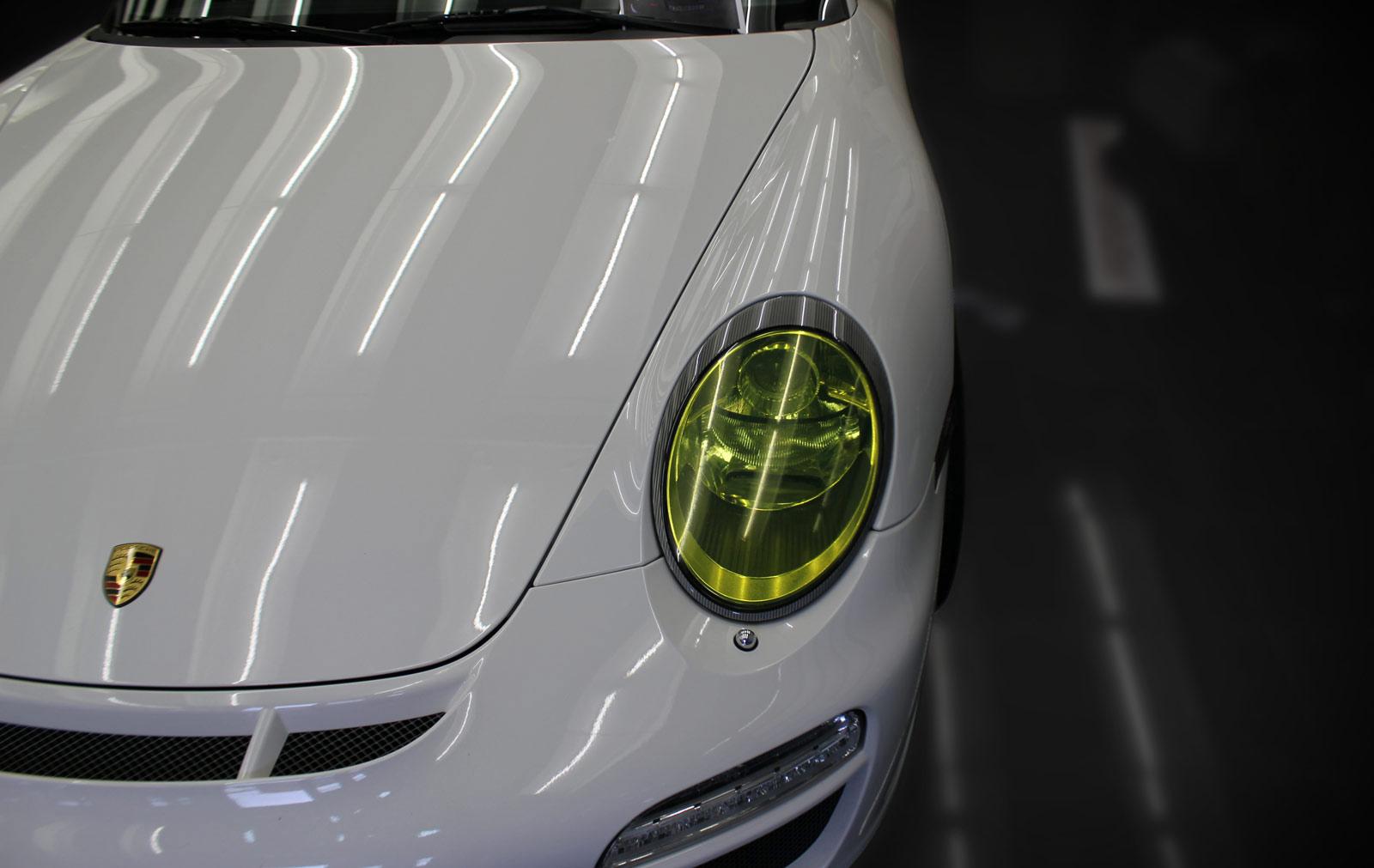 Scheinwerfer Tönung in gelb bei einem Porsche GT3.