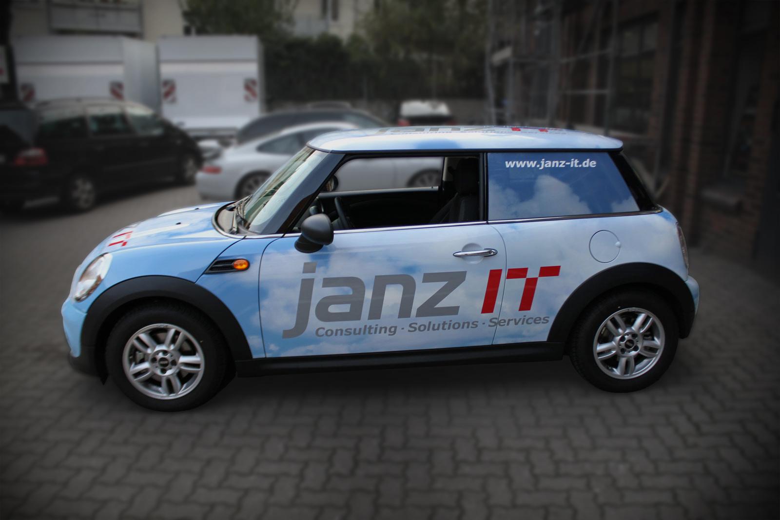Janz IT Mini beklebt mit 3D-Digitaldruck Folie im Wolken-Design.
