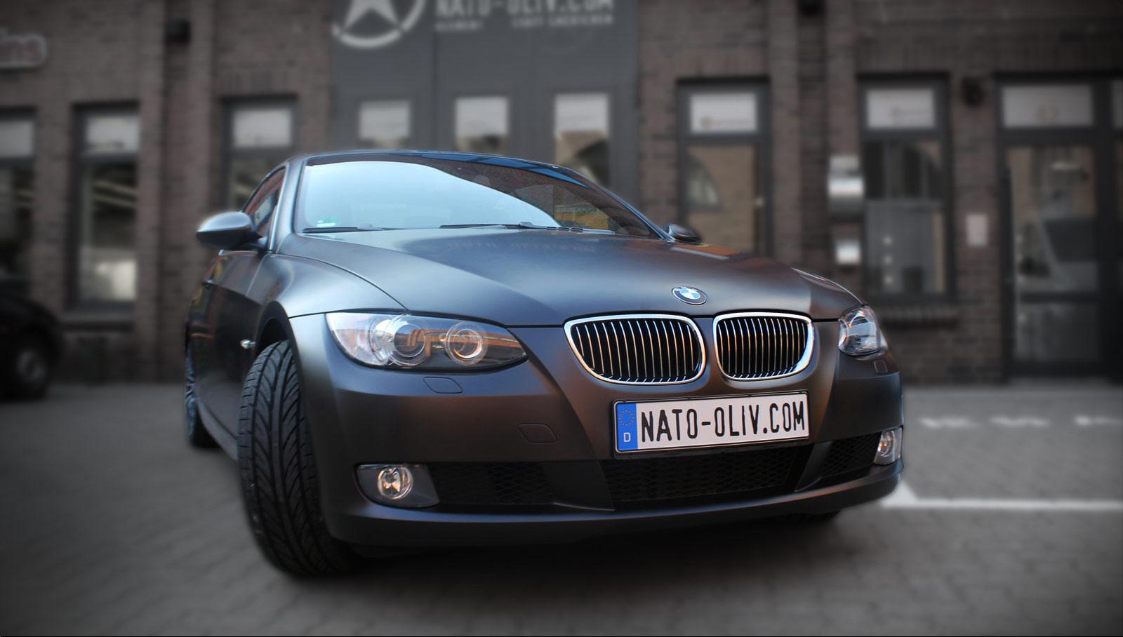 Auto Folierung eines BMW 3er in schwarz matt.