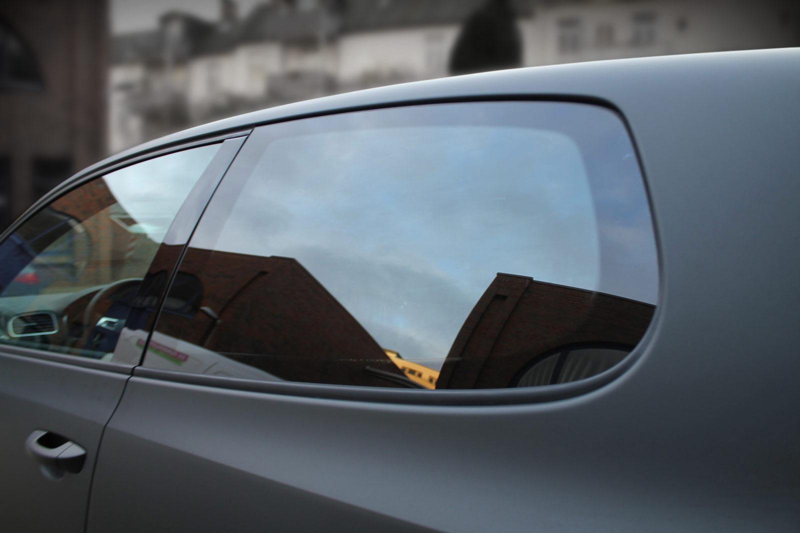 VW Golf GTI mit getönten Hinterscheiben.