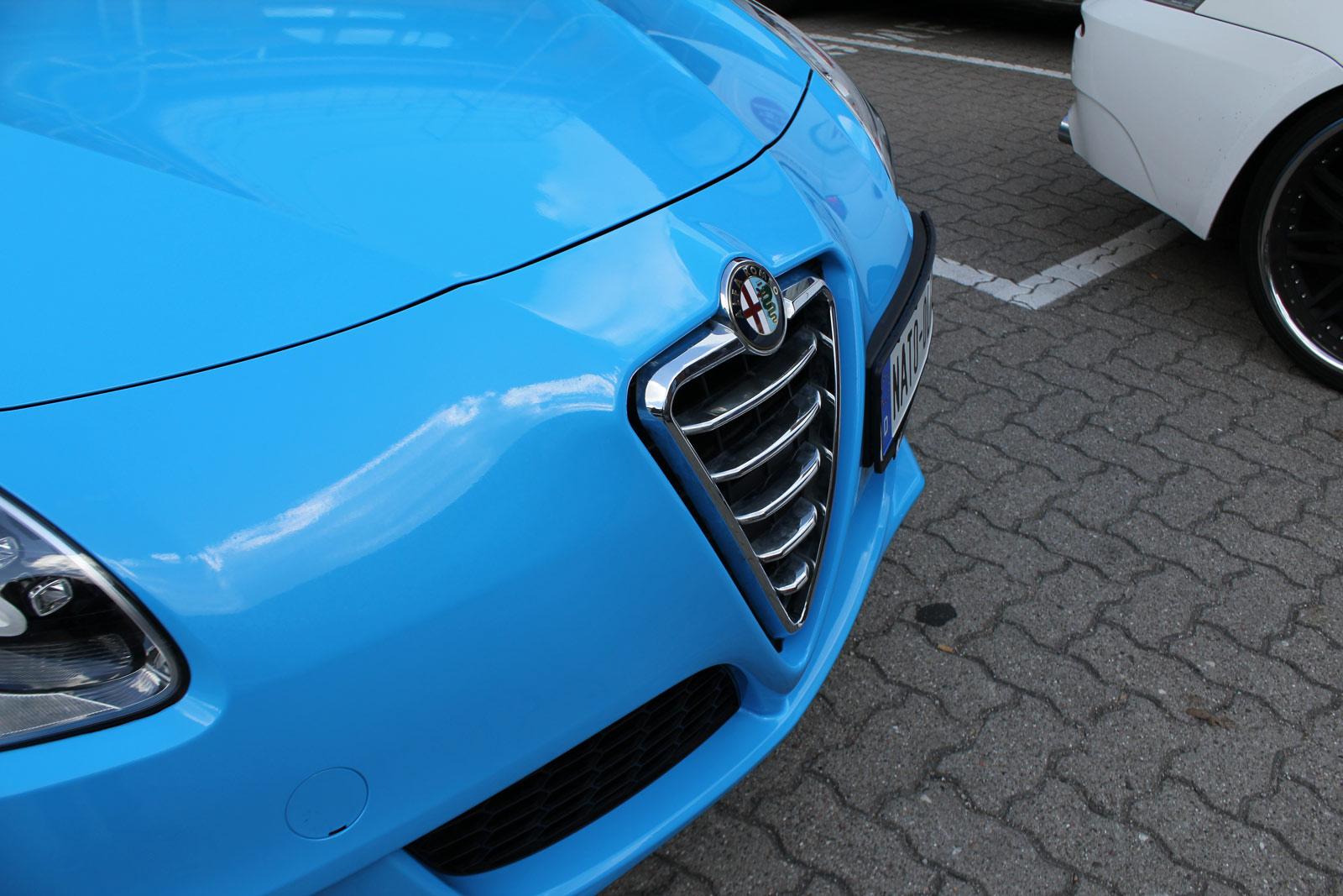 Alfa_Romeo_Giulietta_Folierung_Cyan_27