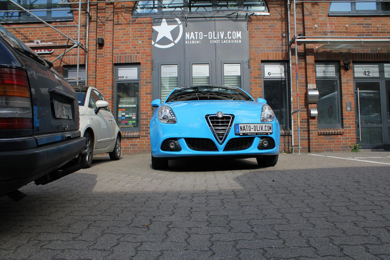 Alfa_Romeo_Giulietta_Folierung_Cyan_31