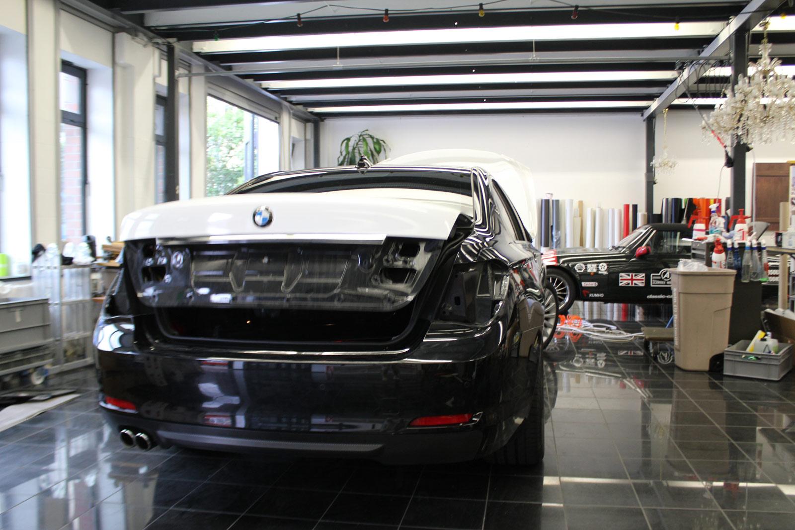 BMW_7er_Folierung_Weiss_Metallic_Schwarz_Glanz_08