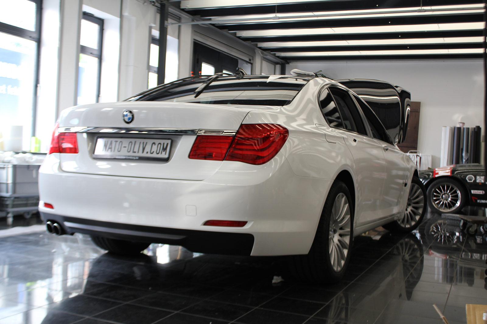 BMW_7er_Folierung_Weiss_Metallic_Schwarz_Glanz_09