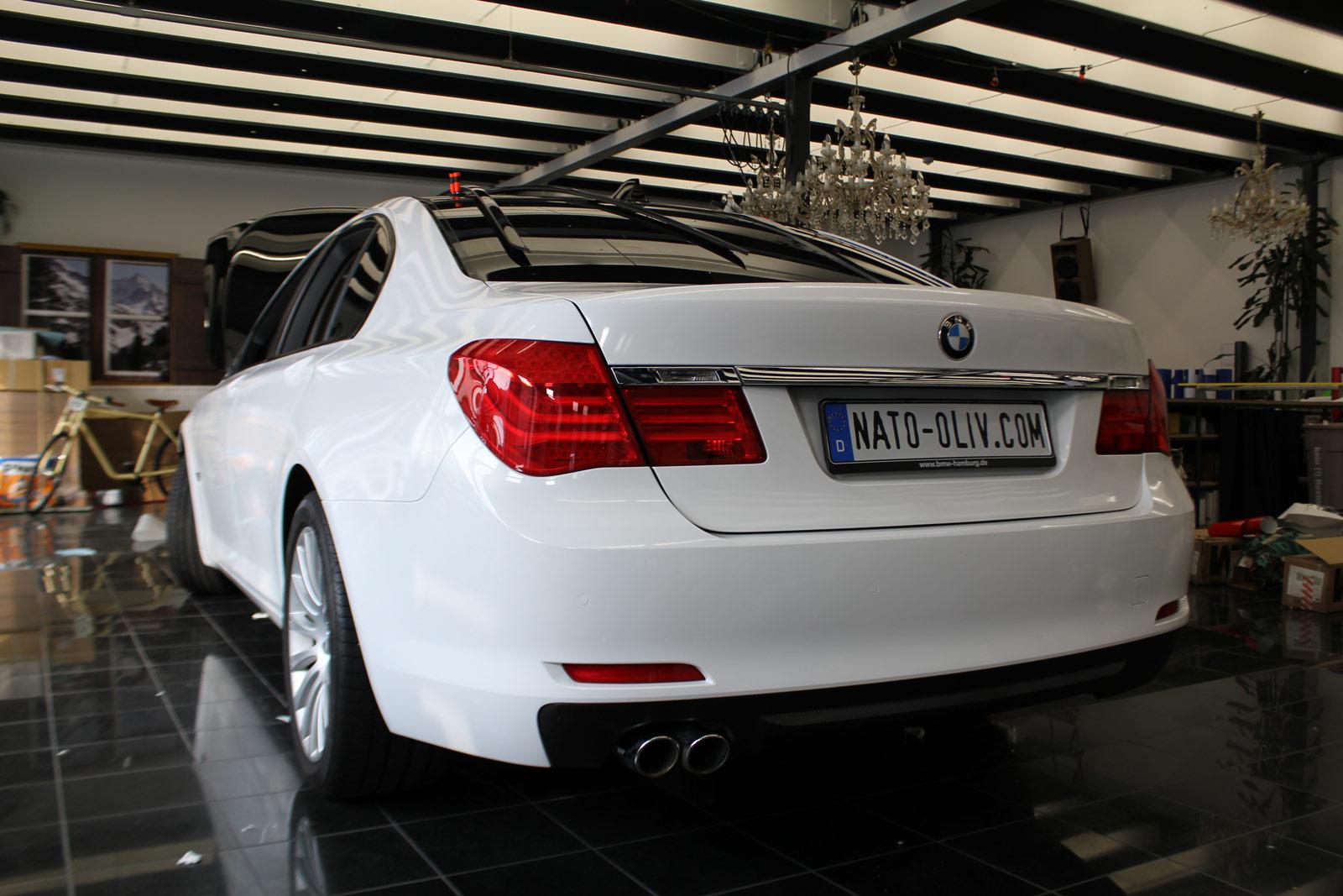 BMW_7er_Folierung_Weiss_Metallic_Schwarz_Glanz_17