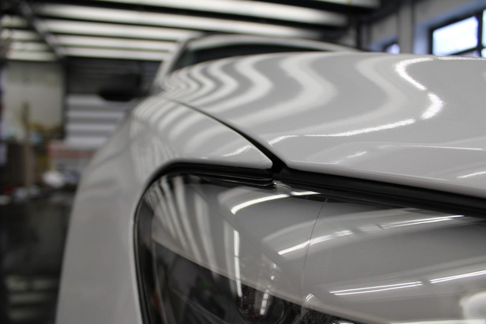 BMW_7er_Folierung_Weiss_Metallic_Schwarz_Glanz_22