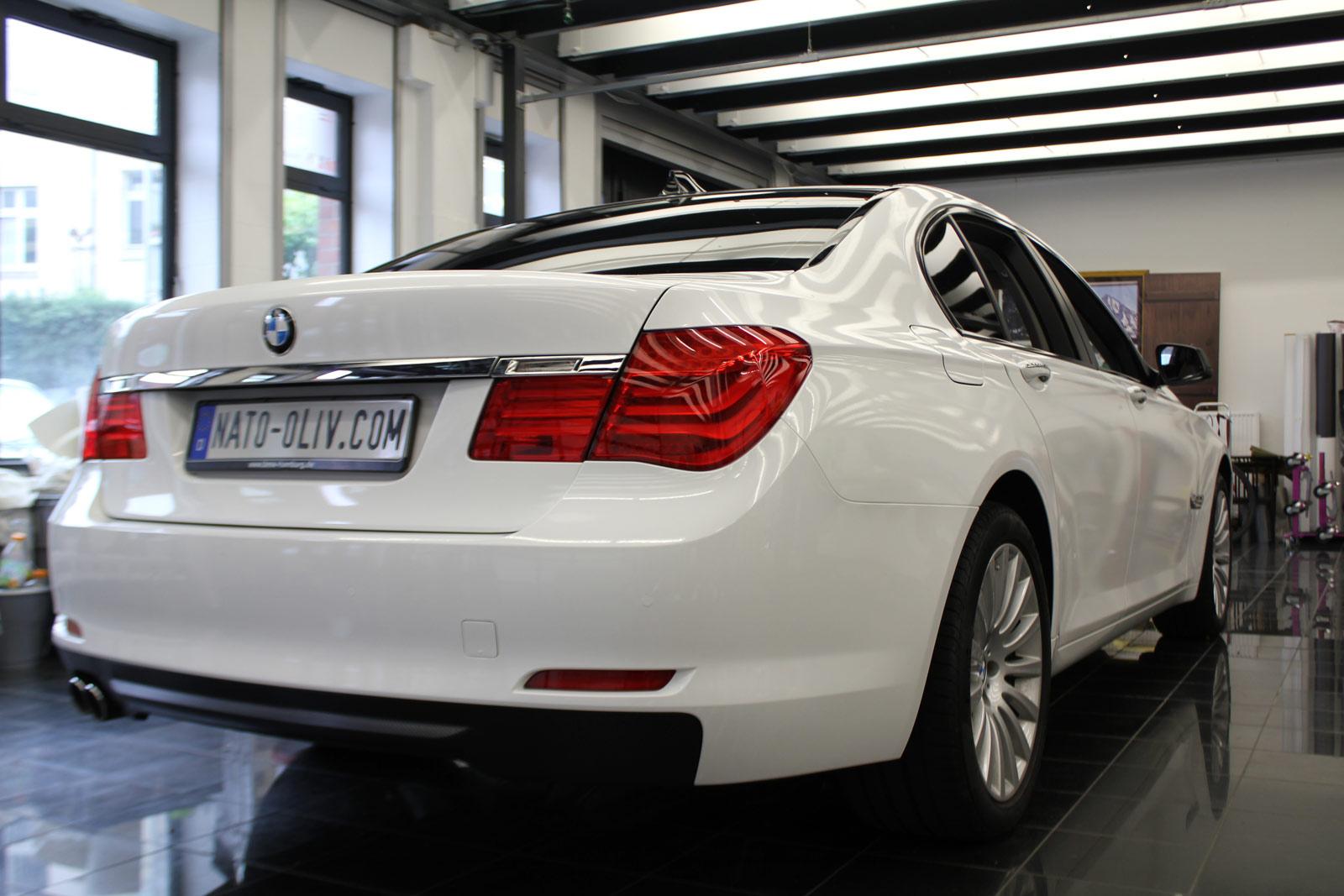BMW_7er_Folierung_Weiss_Metallic_Schwarz_Glanz_23