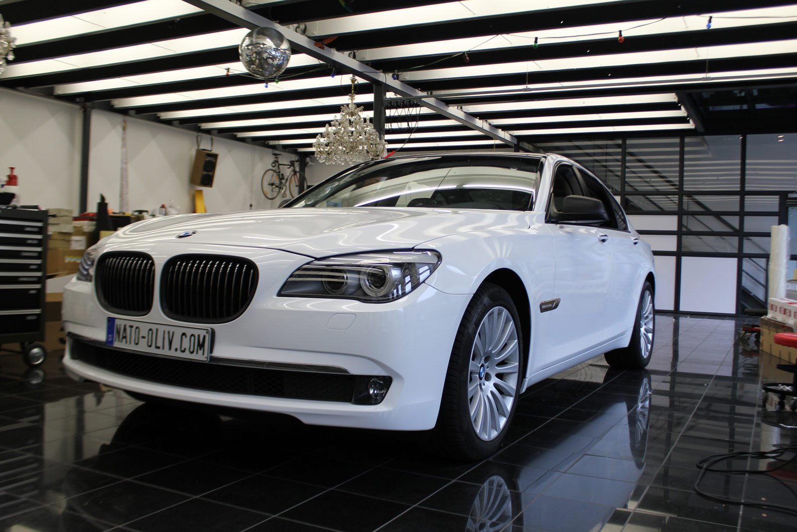 BMW_7er_Folierung_Weiss_Metallic_Schwarz_Glanz_32