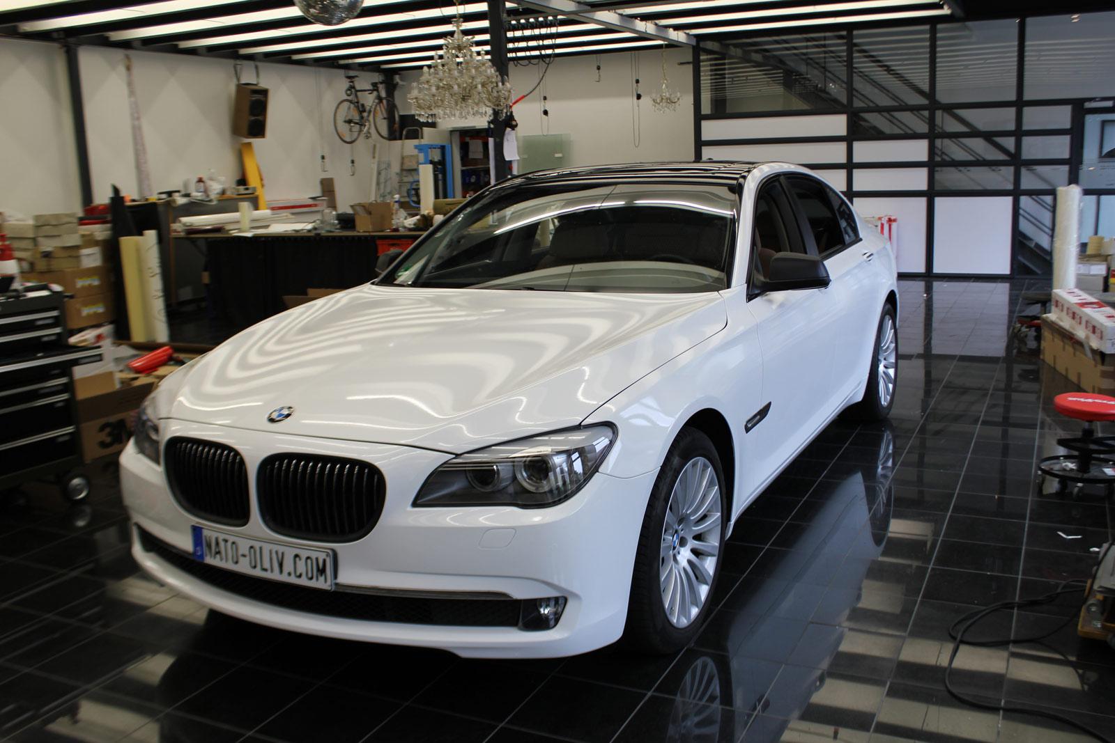 BMW_7er_Folierung_Weiss_Metallic_Schwarz_Glanz_36