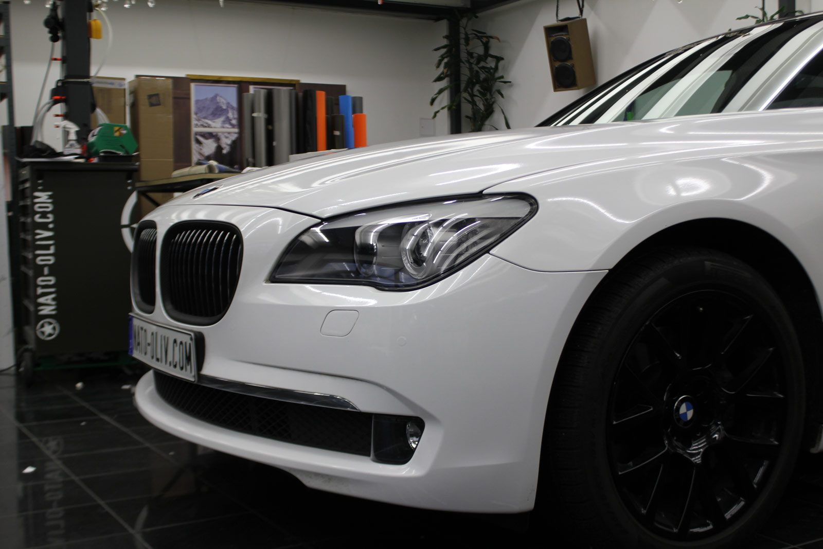 BMW_7er_Folierung_Weiss_Metallic_Schwarz_Glanz_39