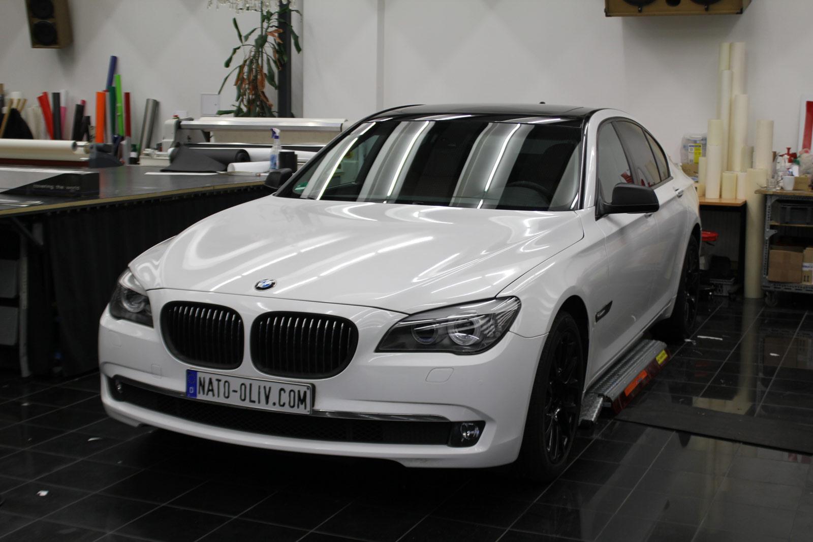BMW_7er_Folierung_Weiss_Metallic_Schwarz_Glanz_40