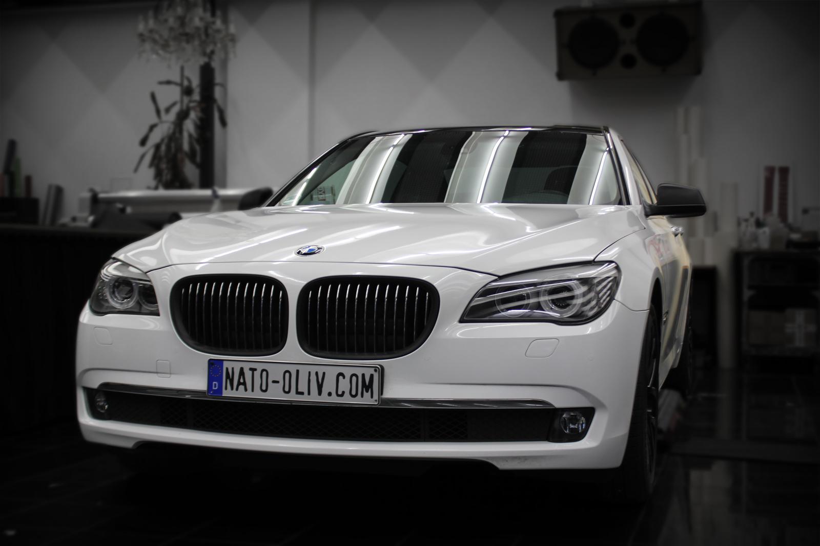 BMW_7er_Folierung_Weiss_Metallic_Schwarz_Glanz_Titelbild