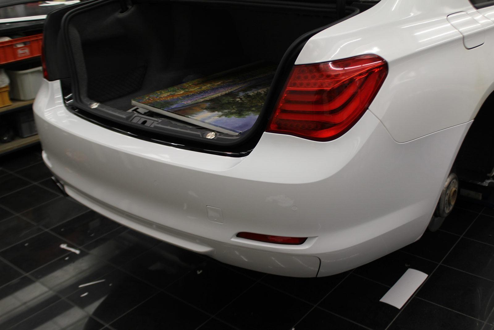 BMW_7er_WEISS_GLANZ_FELGEN_FOLIERUNG_SCHWARZ_MATT_11