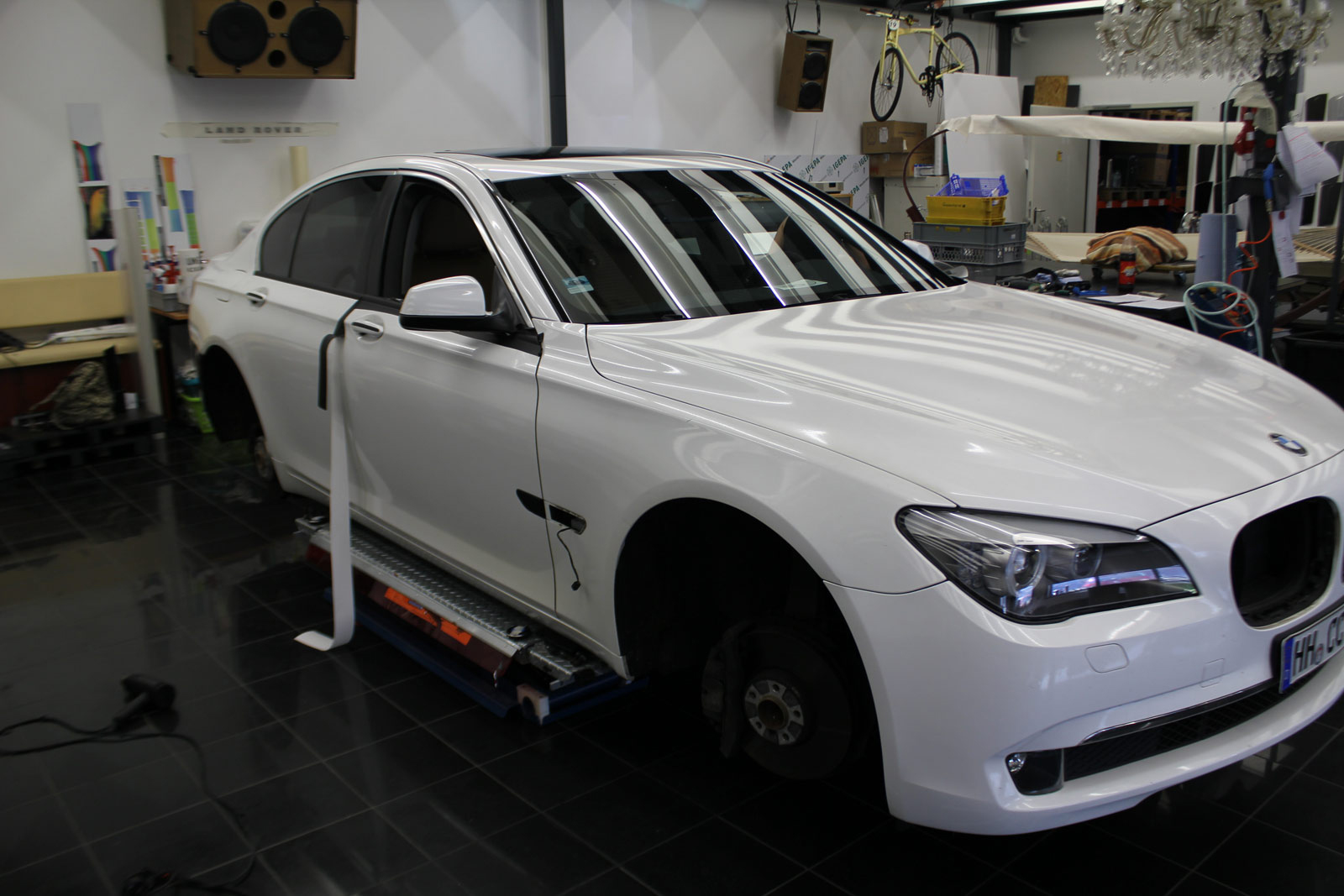 BMW_7er_WEISS_GLANZ_FELGEN_FOLIERUNG_SCHWARZ_MATT_26