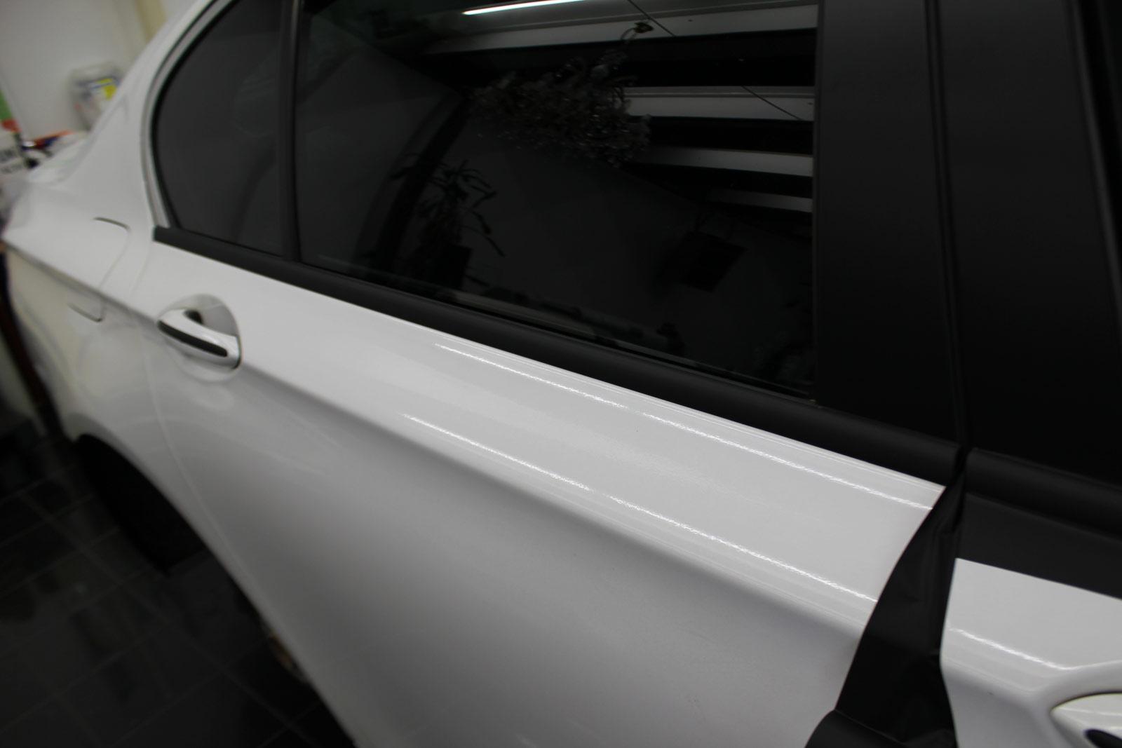 BMW_7er_WEISS_GLANZ_FELGEN_FOLIERUNG_SCHWARZ_MATT_28