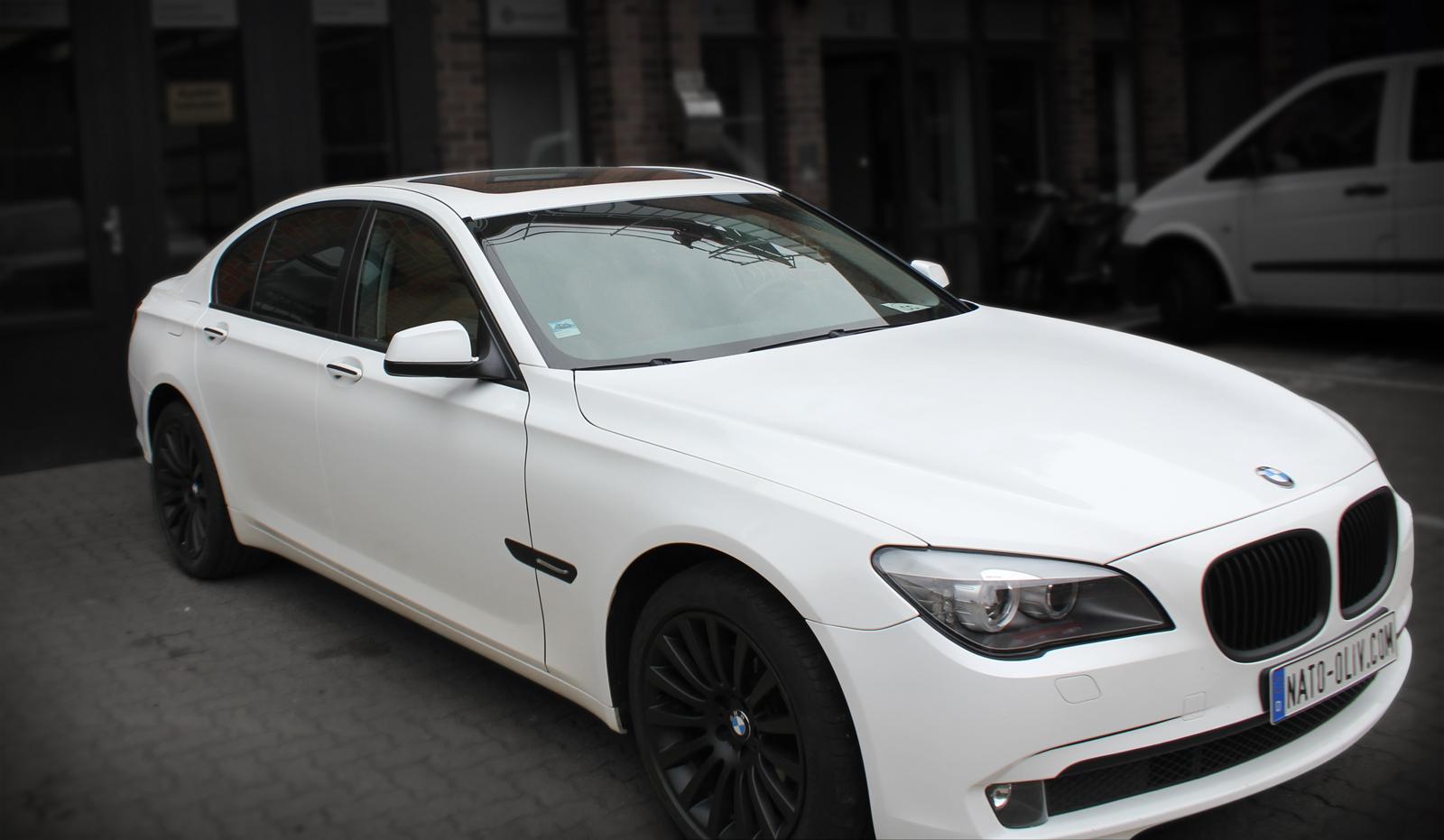 BMW_7er_WEISS_GLANZ_FELGEN_FOLIERUNG_SCHWARZ_MATT_TITELBILD