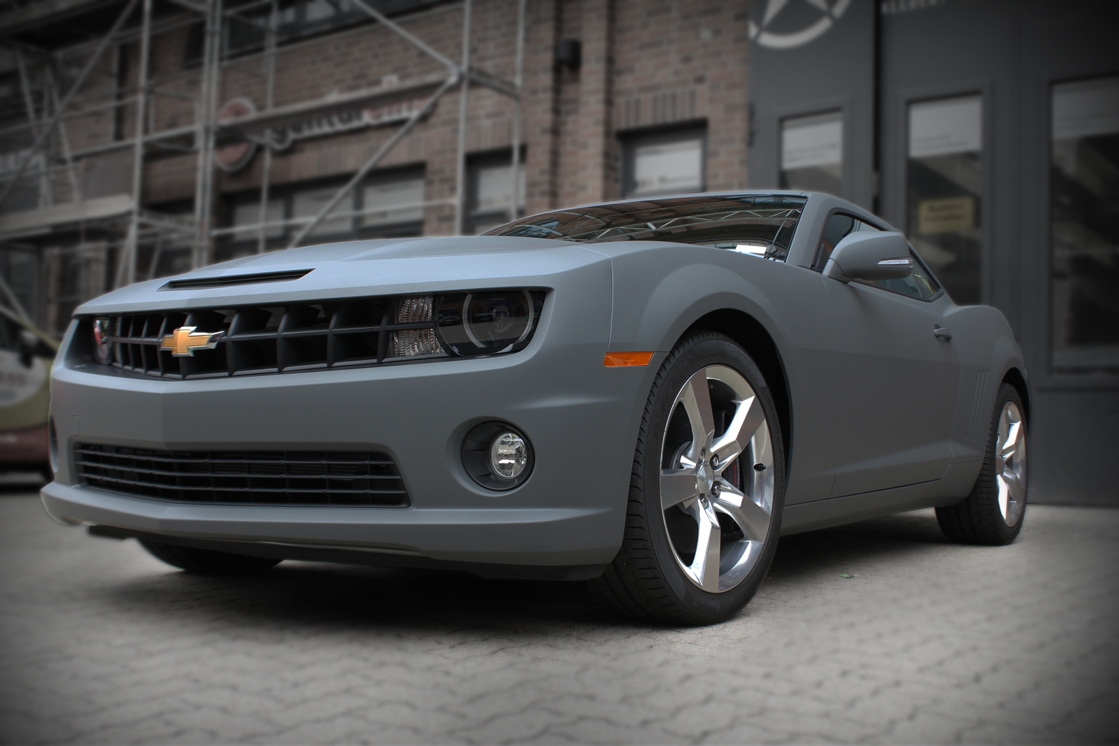 Dieser Chevrolet Camaro wurde komplett in grau matt foliert.