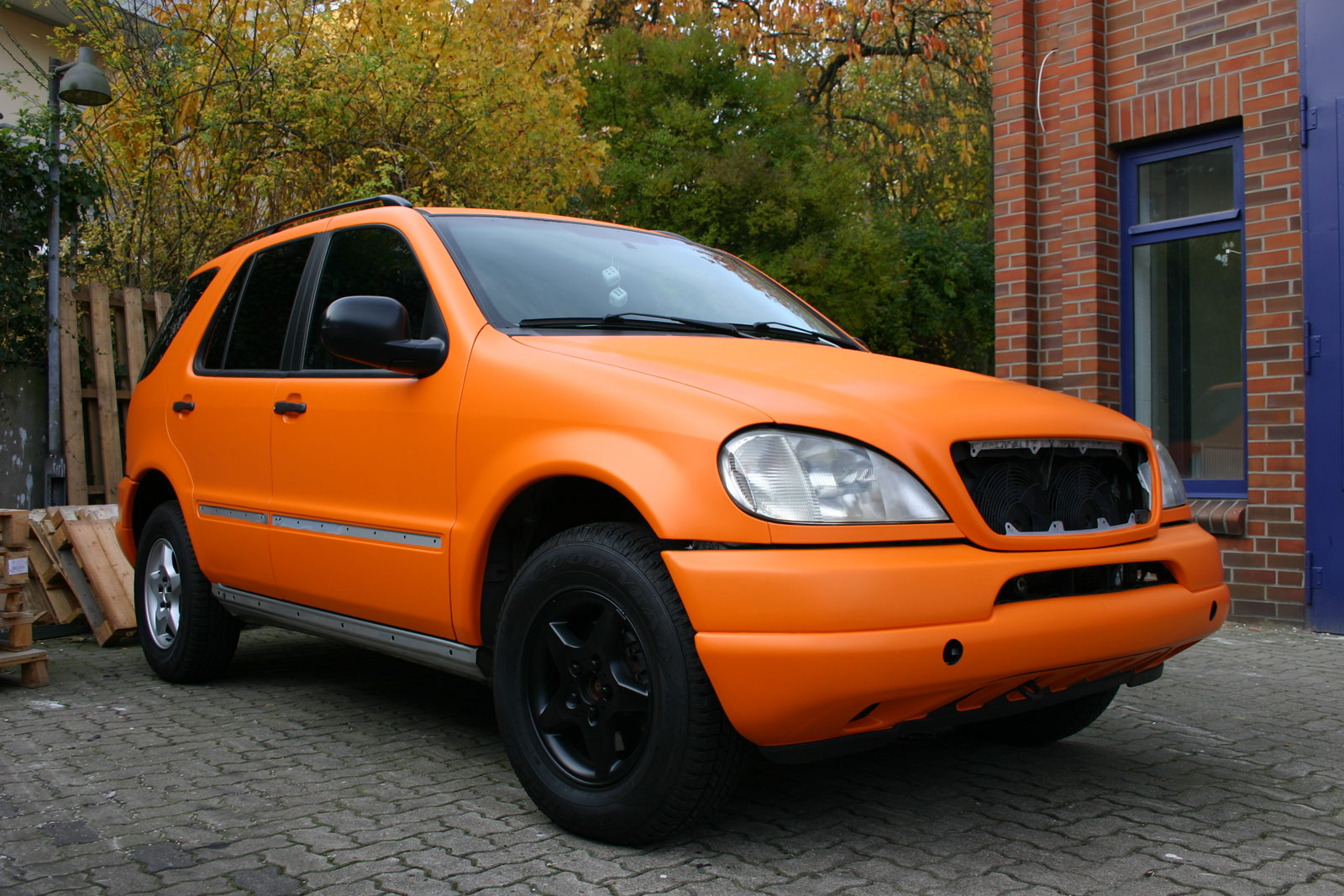 MERCEDES_ML_FOLIERUNG_ORANGE_MATT_10