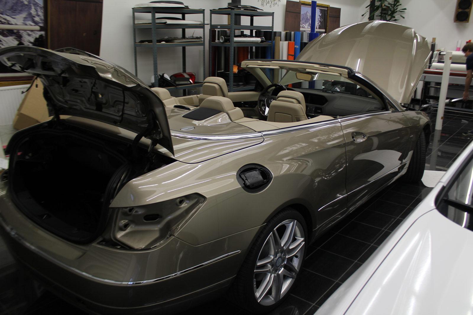 Mercedes_E-Klasse_Cabrio_Folierung_Stannitgrau_Metallic_Glanz_02