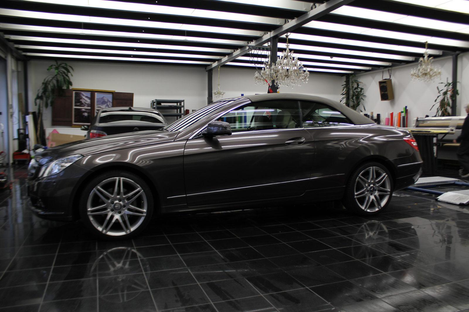 Mercedes_E-Klasse_Cabrio_Folierung_Stannitgrau_Metallic_Glanz_30