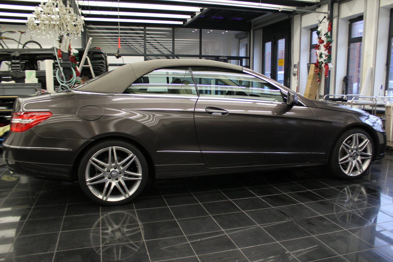 Mercedes_E-Klasse_Cabrio_Folierung_Stannitgrau_Metallic_Glanz_35