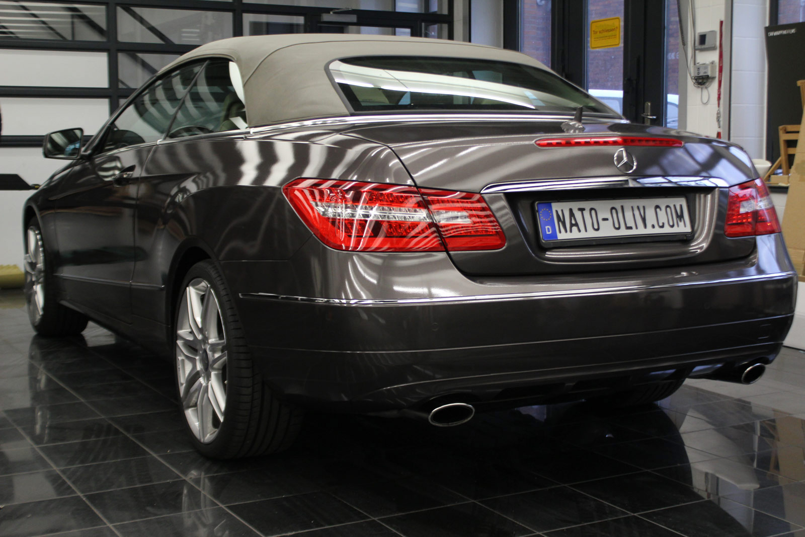 Mercedes_E-Klasse_Cabrio_Folierung_Stannitgrau_Metallic_Glanz_58