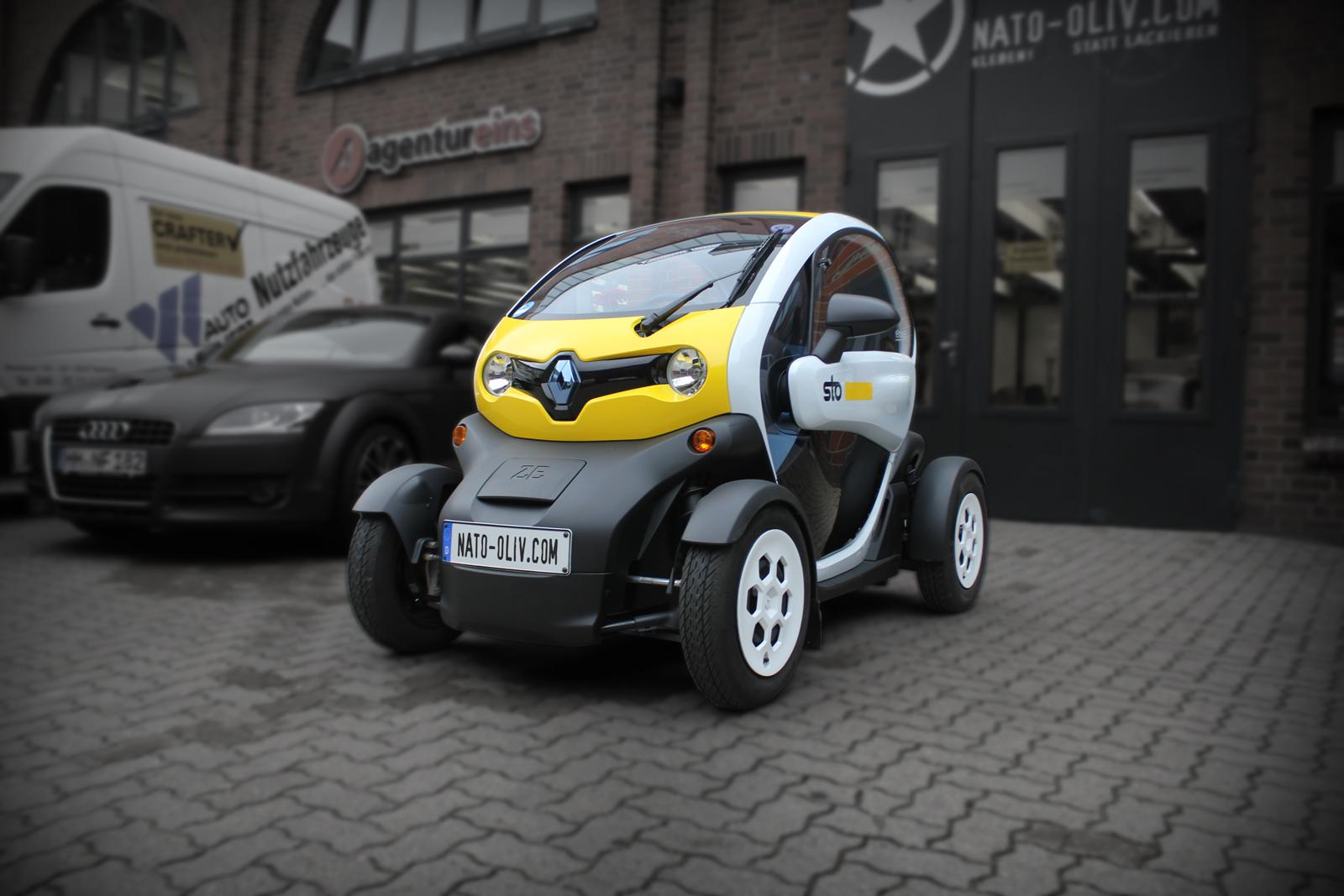 Dieser Renault Twizy ist mit einer gelben Teil-Folierung und zusätzlichem Digitaldruck beklebt worden.