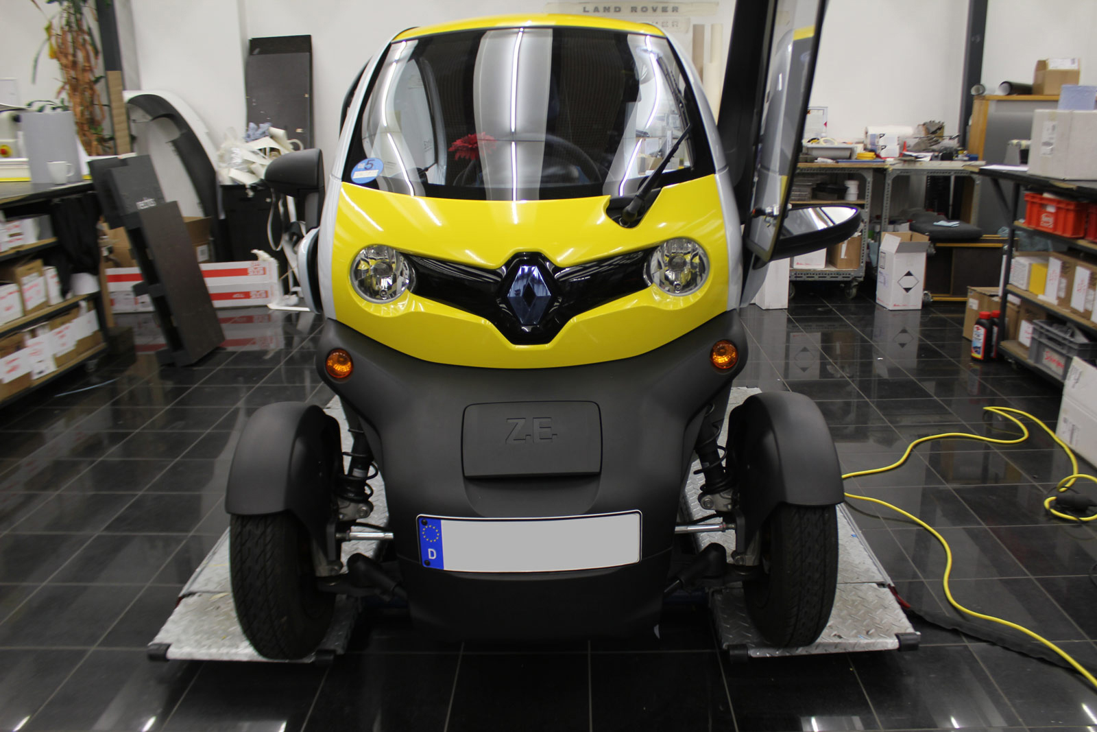 renault twizy location twizy v hicules electriques v hicules renault fr location renault twizy. Black Bedroom Furniture Sets. Home Design Ideas