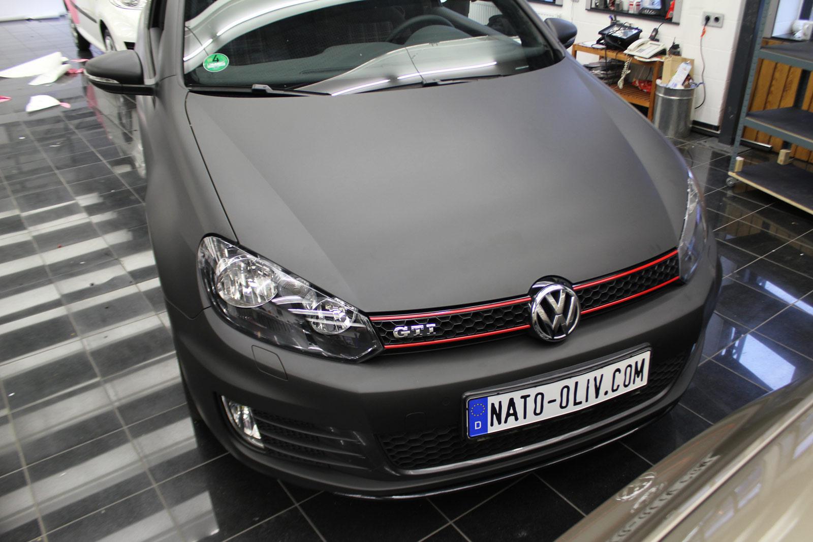 VW_GOLF_GTI_SCHWARZ_MATT_SCHEIBENTOENUNG_01