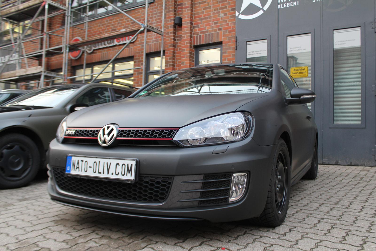 VW_GOLF_GTI_SCHWARZ_MATT_SCHEIBENTOENUNG_10