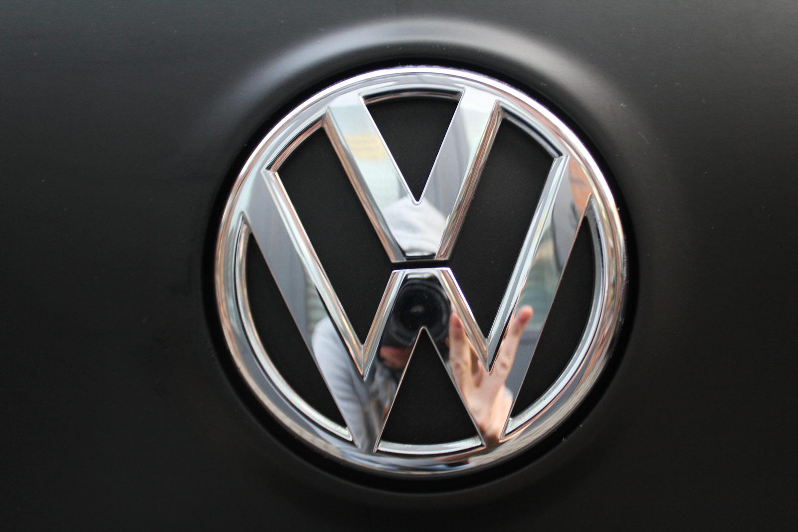 VW_GOLF_GTI_SCHWARZ_MATT_SCHEIBENTOENUNG_16