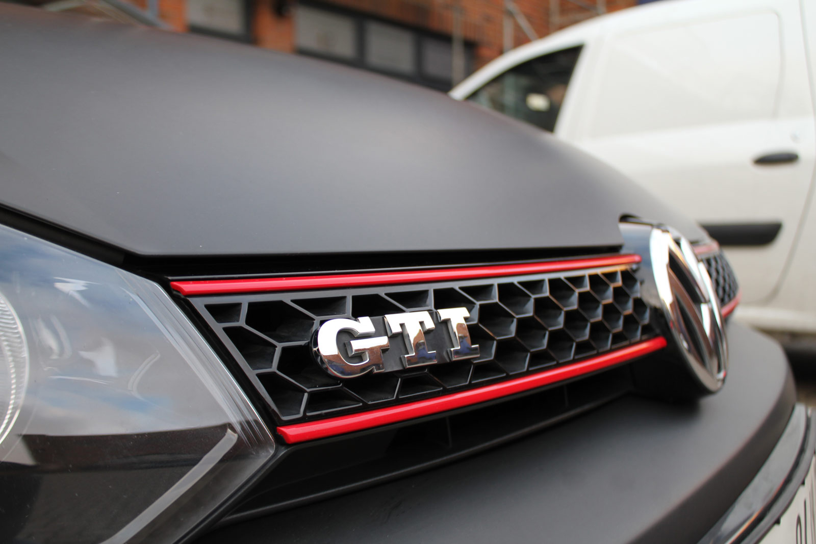 VW_GOLF_GTI_SCHWARZ_MATT_SCHEIBENTOENUNG_21