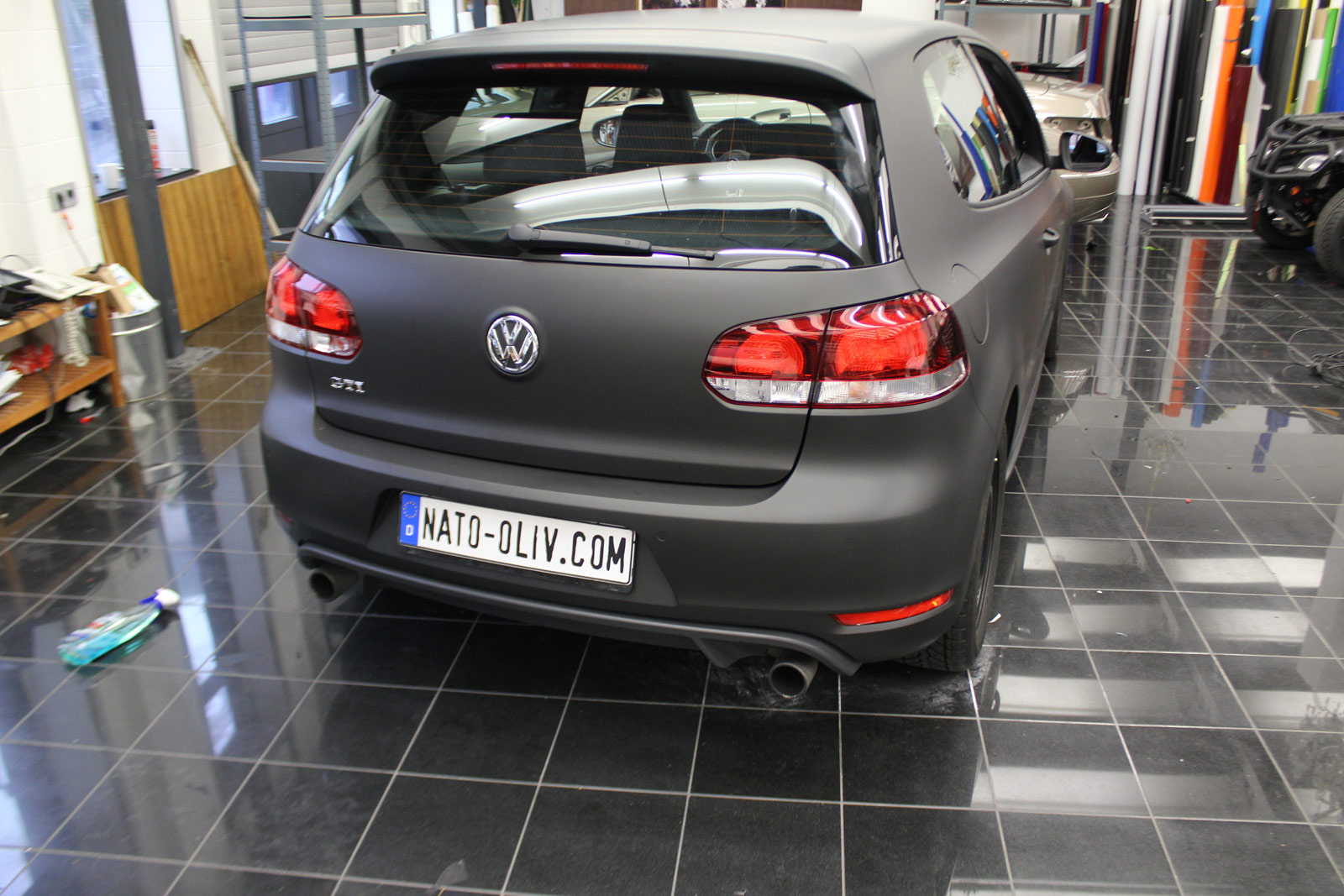 VW_GOLF_GTI_SCHWARZ_MATT_SCHEIBENTOENUNG_26