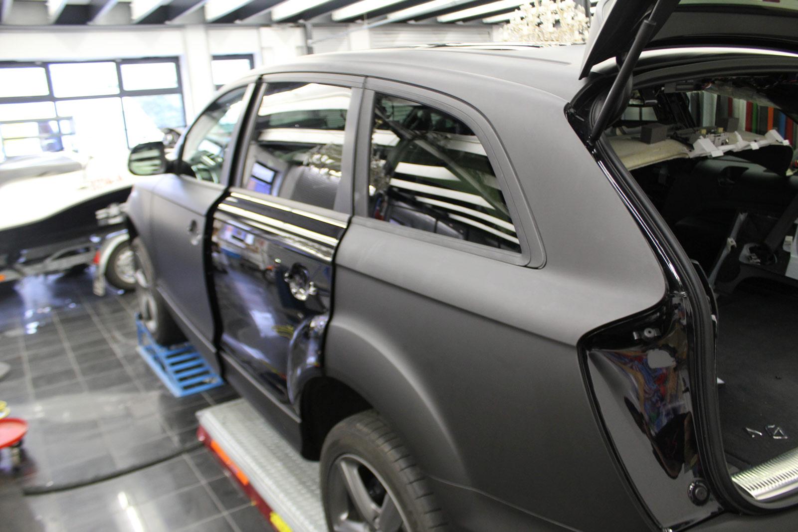 Audi_Q7_Folienbeklebung_Schwarz_Ultramatt_03