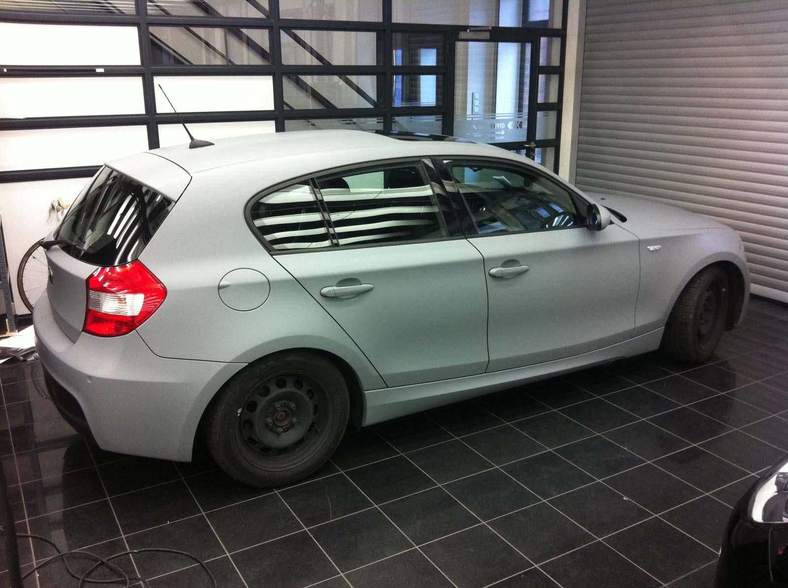 BMW_1er_GRAU_MATTE_FOLIE_BEKLEBT_02