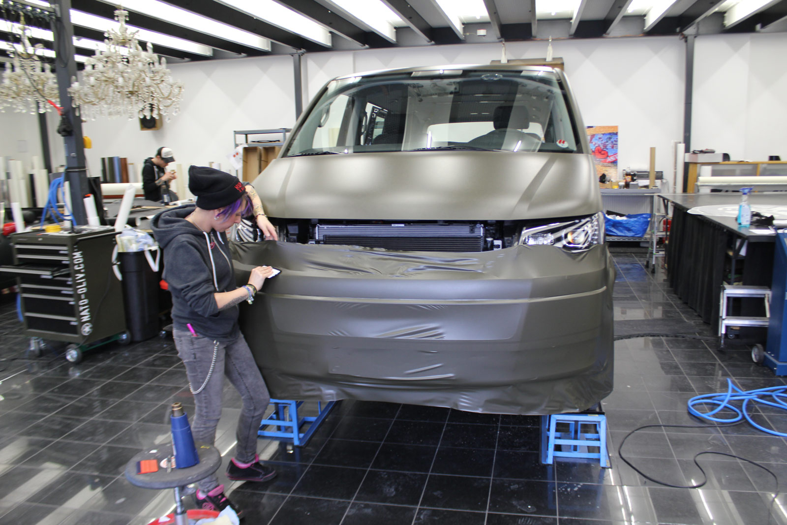 VW_T5_VOLLFOLIERUNG_NATO-OLIV_04