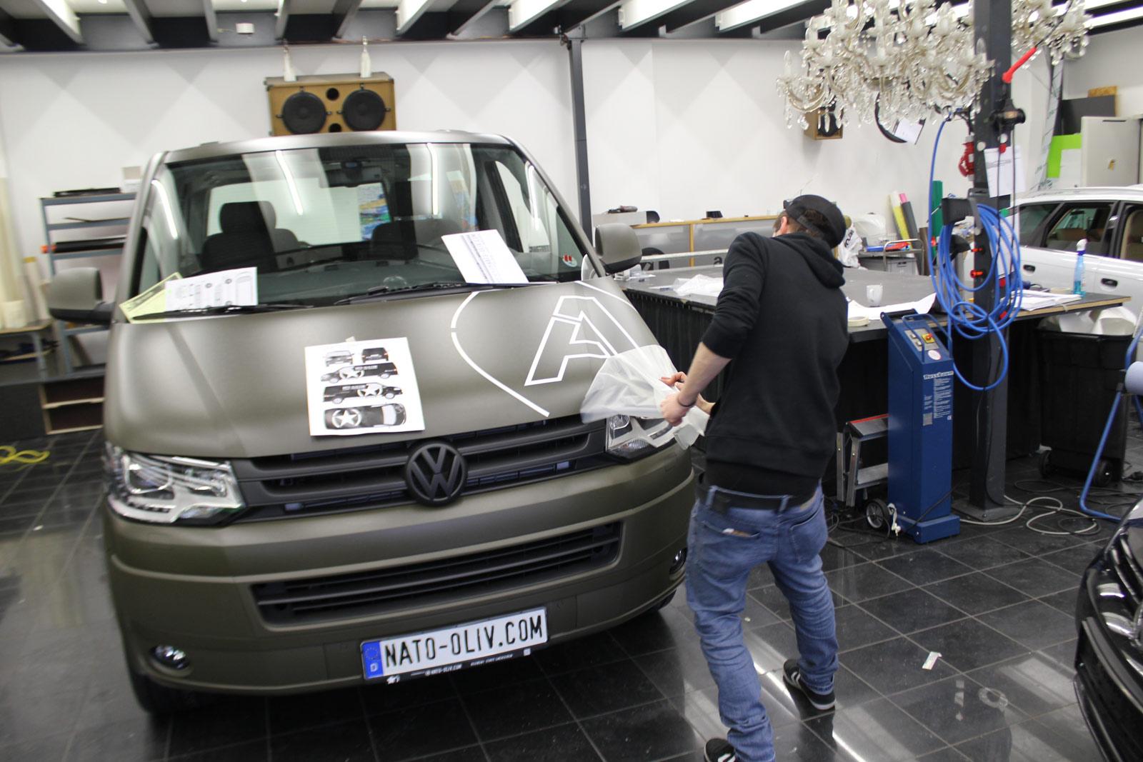 VW_T5_VOLLFOLIERUNG_NATO-OLIV_05