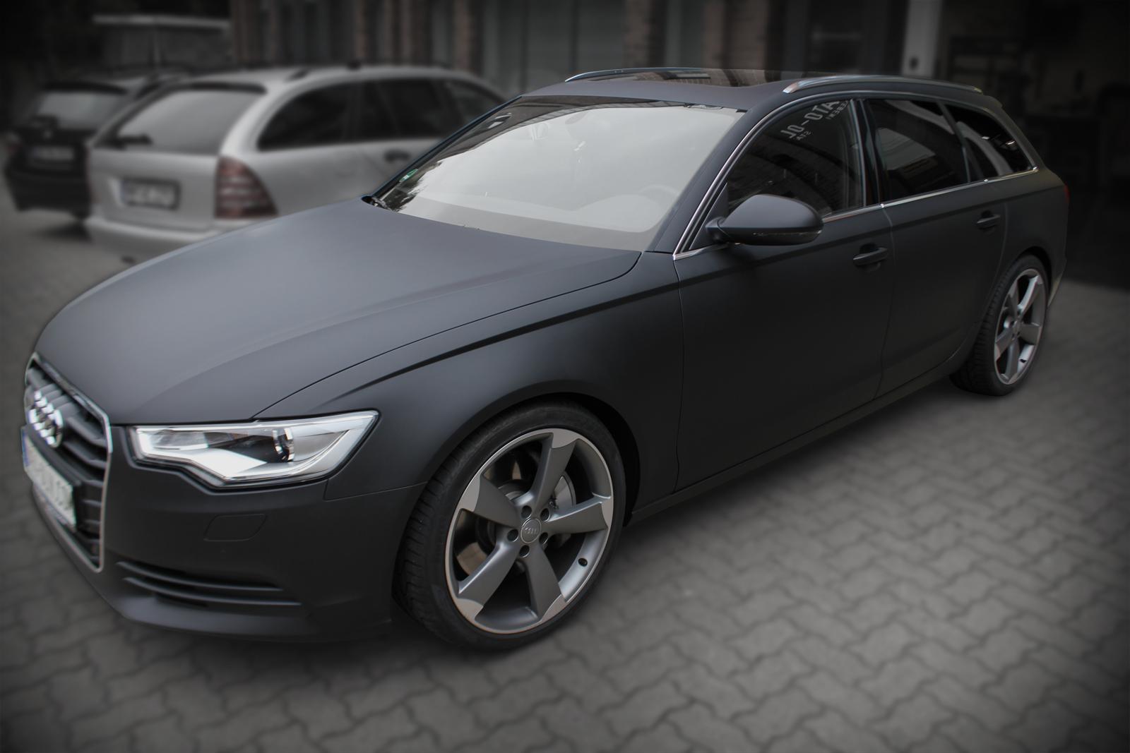 Dieser Audi wurd mich Hochleistungsfolie in schwarz matt beklebt und bekam zusaetzlich eine Scheibentoenung.