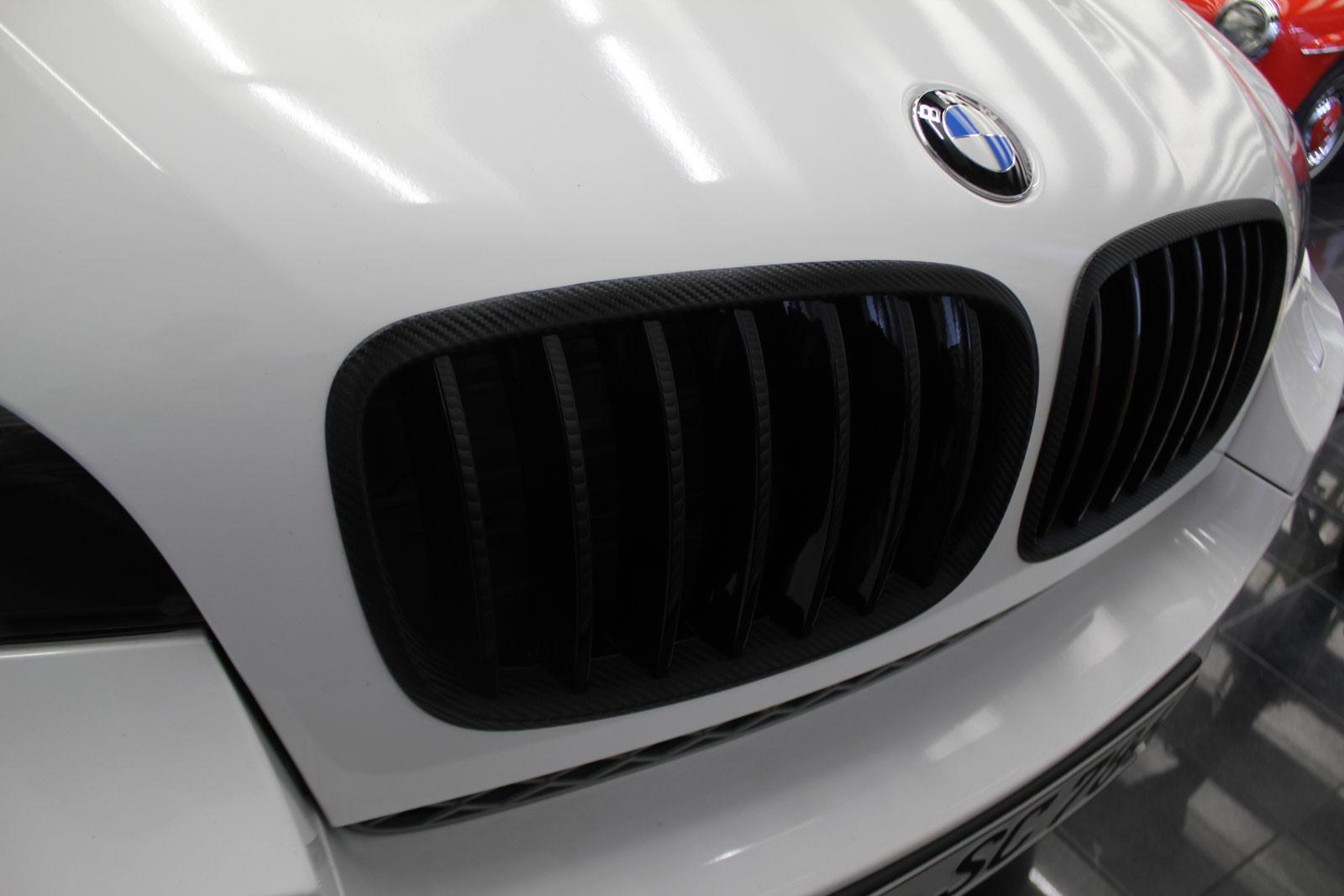 BMW_X6_FOLIERUNG_WEISS_GLANZ_PLUS_CARBON_03