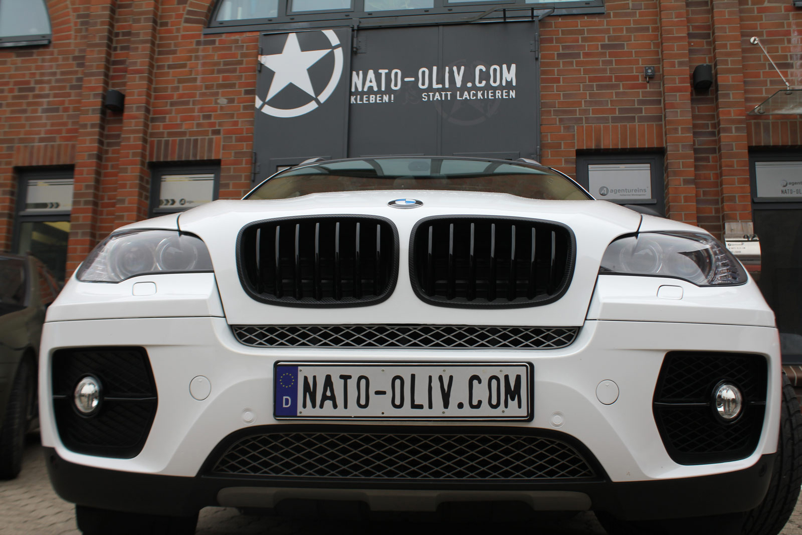 BMW_X6_FOLIERUNG_WEISS_GLANZ_PLUS_CARBON_10