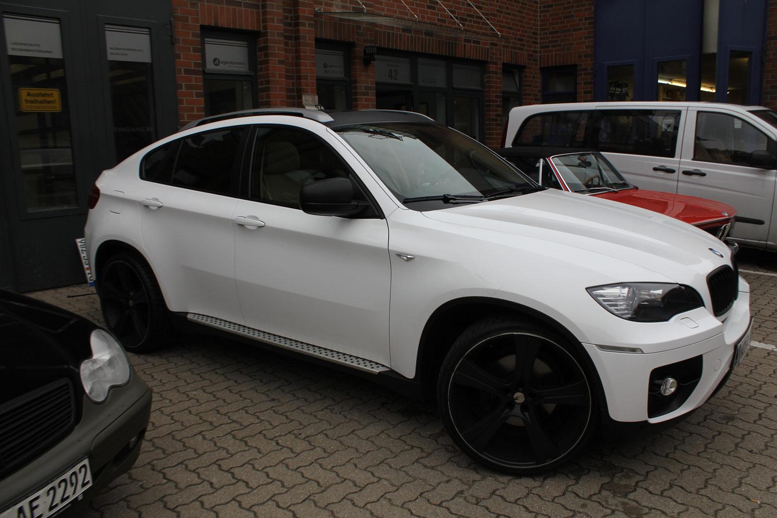 BMW_X6_FOLIERUNG_WEISS_GLANZ_PLUS_CARBON_13
