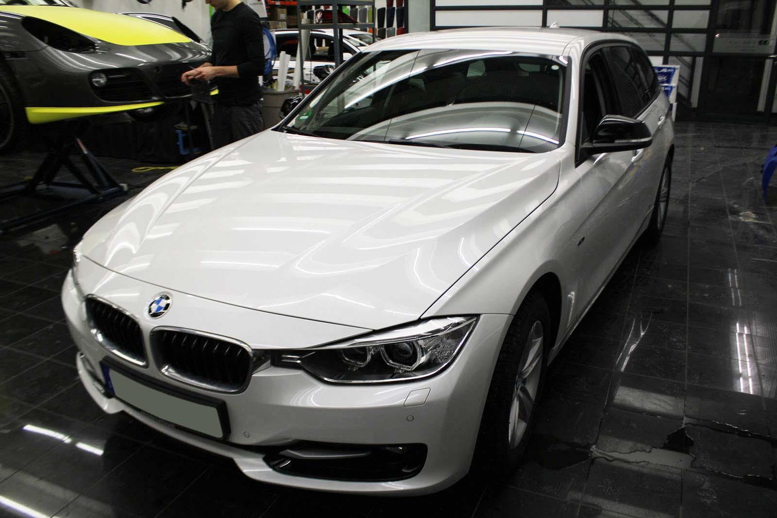 BMW_3ER_RALLYESTREIFEN_WEISS_GRUEN_MATT_MIT_BRANDING_001