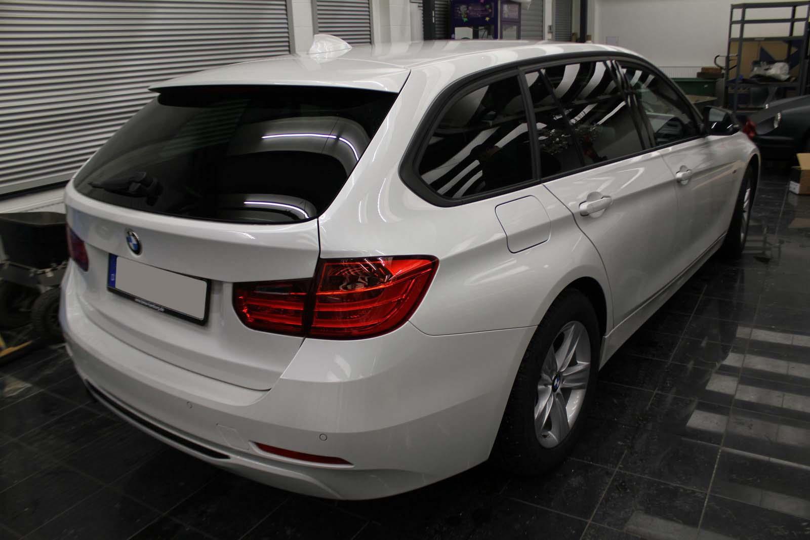 BMW_3ER_RALLYESTREIFEN_WEISS_GRUEN_MATT_MIT_BRANDING_002