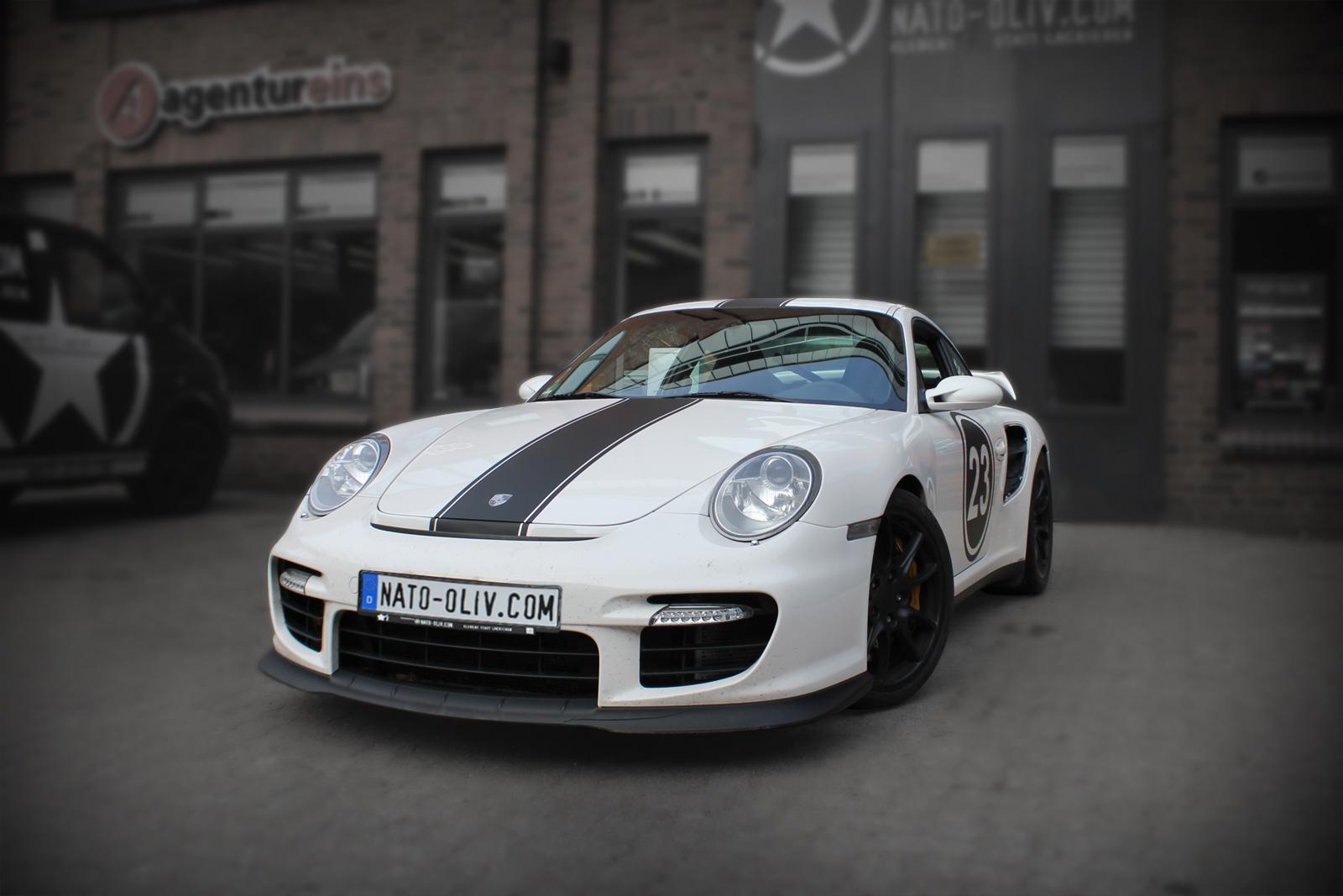 Porsche GT2 Rallyestreifen Folierung in schwarz matt.