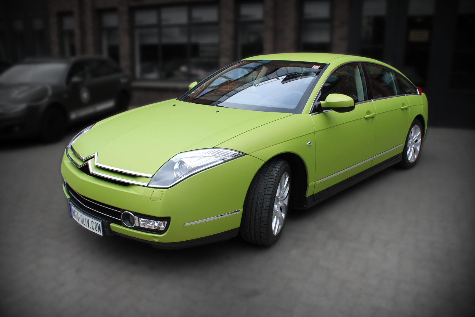 Citroen C6 Limousine foliert in Grün matt metallic.