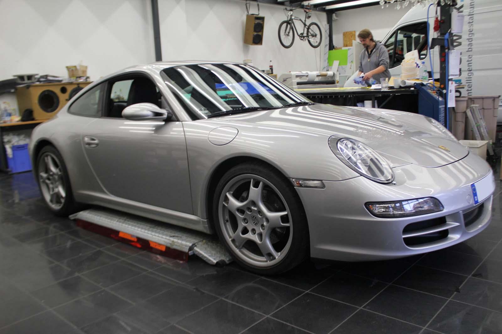 Porsche_911_Rallyestreifen_Teilfolierung_Martini_Design_01