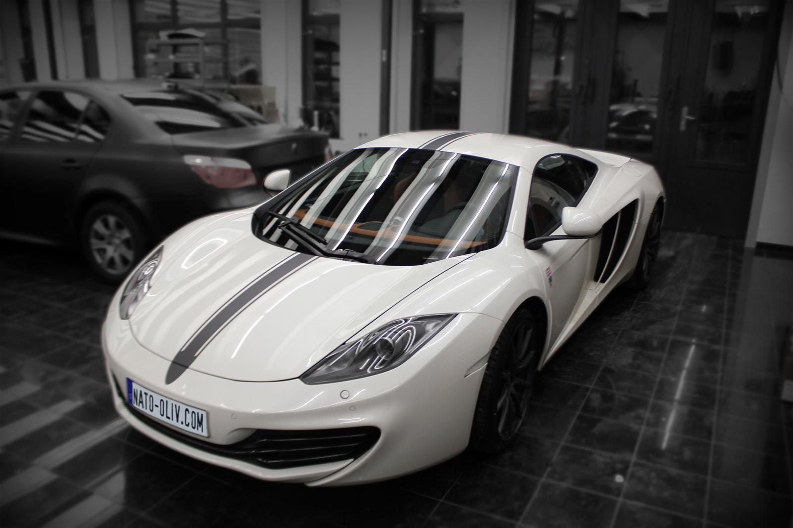McLaren_Beklebung_Rallyestreifen_Schwarz_Titelbild_02